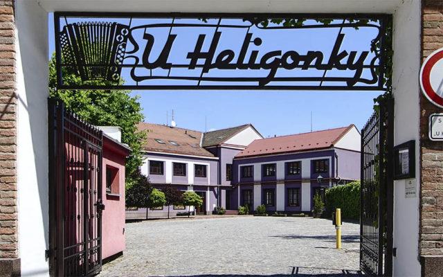 U Heligonky - příjezdová brána
